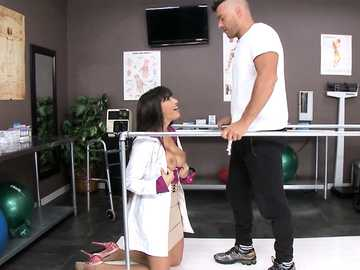 Latina nurse Mercedes Carrera stimulates her patient with a blowjob