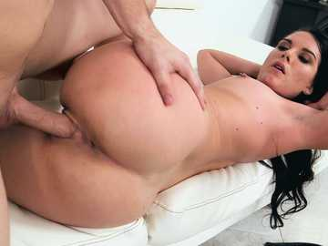 A hot nasty brunette Nina Noxx gets a very good pussy fucking session