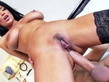 European cumslut Anissa Kate enjoys in a vigorous asshole romp