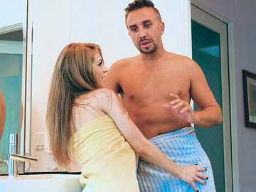 Keiran Lee finds his stepdaughter naked in the bathroom and Kimmy Granger sucks his schlong