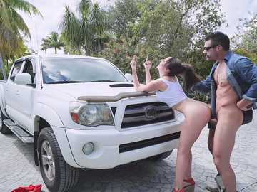 Lexi Luna fucks with Charles Dera in public, enjoying hardcore doggy style