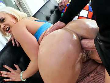 Bubble butt of Maria Jade is reamed my Mike's hard cock