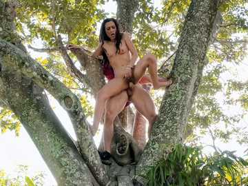 Slutty brunette girl Jaye Summers gets fucked by new friend on a big tree