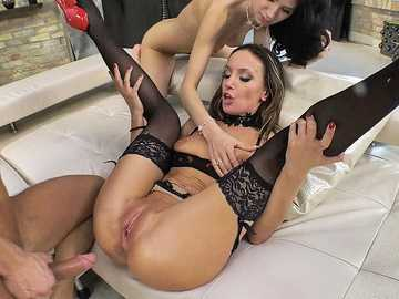 Dazzling MILF Hazel Dew gives stepdaughter Delia a chance to reach crazy orgasm
