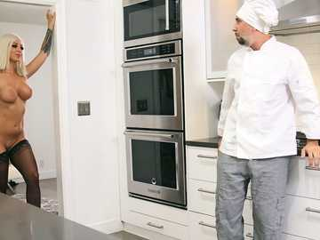 Madelyn Monroe: Pussy For The Private Chef