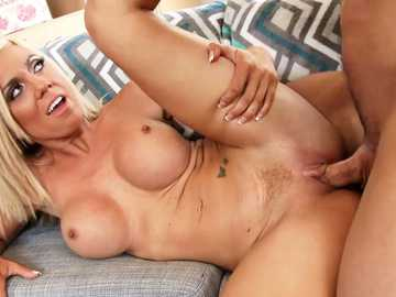 Helpful MILF Parker Swayze gets trimmed pussy fucked by friend one on one