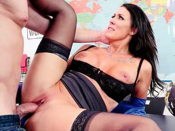 Curvaceous cougar in black stockings Reagan Foxx bangs her student Kyle