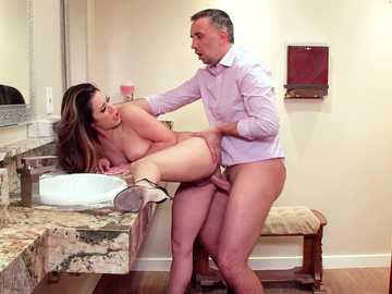 Keiran Lee does perfect Latina pussy of Eva Lovia in bathroom doggy style