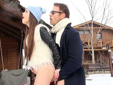 Victoria Summers gets outdoor pussy fucking from Rocco Siffredi on the snow