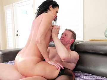 Veronica Avluv gets her mature asshole fucked by Mark Wood in anal scene