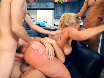Desperate housewife Ryan Conner services double penetration for her friends