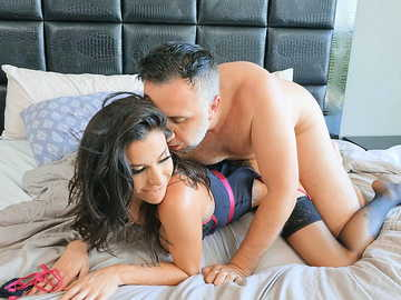 Insane beauty Gia Dimarco breaks into the house to have wild sex with its owner