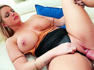 Cheating wife Brooklyn Chase shares her shaved pussy with young neighbor