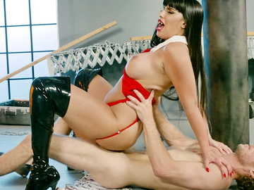Chubby ass kitty Mercedes Carrera fucks her victim of sexual reveries